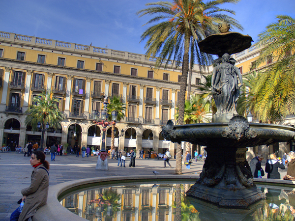 Place Reial fountain Barcelona